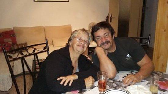 Rivesaltes, France: couple tres content de venir de temps en temps au poivre rouge