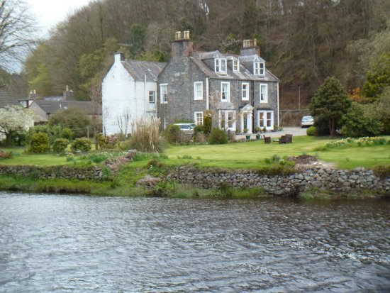 Auchterarder, UK: Flowerbank from the River Cree
