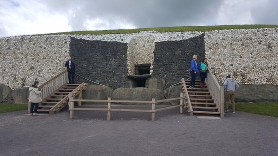 Donore, Irlanda: Entrance is the center of the picture