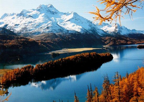 Sils im Engadin, Szwajcaria: Lej da Segl mit schneebedecktem Piz La Magna