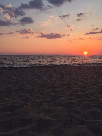 Vrachos, Grecja: H παραλία 50m από το ξενοδοχείο.
