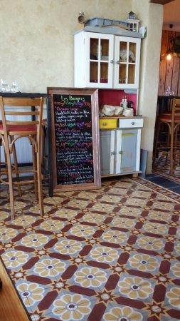 Carrelage ancien. Intérieur vintage. Superbe bar - Picture of Le Pas ...