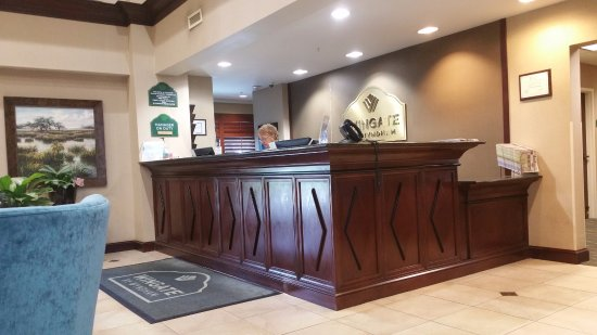 Wingate by Wyndham Charleston University Boulevard: Front desk area