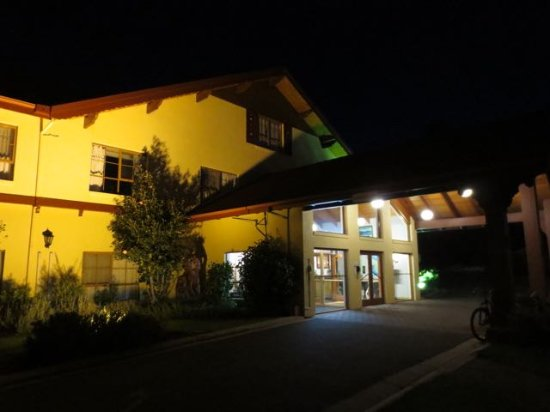 Grindelwald, Australien: Exterior of Tamar Valley Resort Hotel reception area
