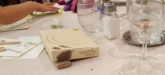 Hotel Restaurant Le Relais Du Moulin: Cadeau fait à chaque enfant : 2 Friandises - Cartes à colorier - Crayons de couleur