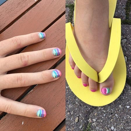 Hecla Island, Canadá: Awesome mani pedi on my ten year old from Salka spa!
