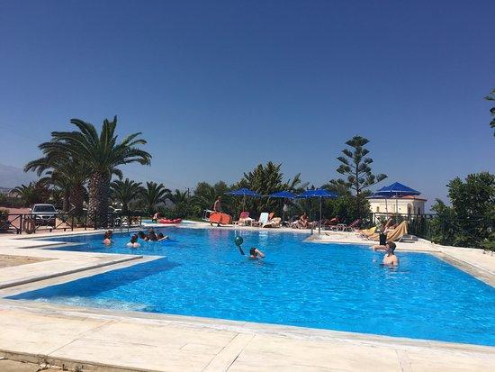 Chorafakia, Grecia: piscina per grandi a diverse altezze oltre ad una espressamente per i bambini