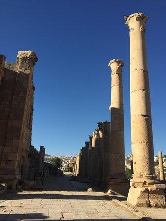Jerash-ruinene: via che conduce al foro