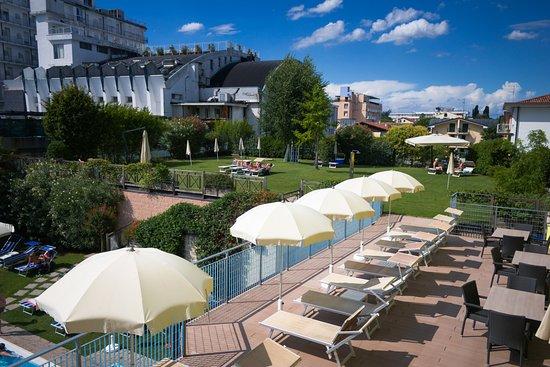 Terrazza solarium - Picture of Hotel Terme Paradiso, Abano Terme ...