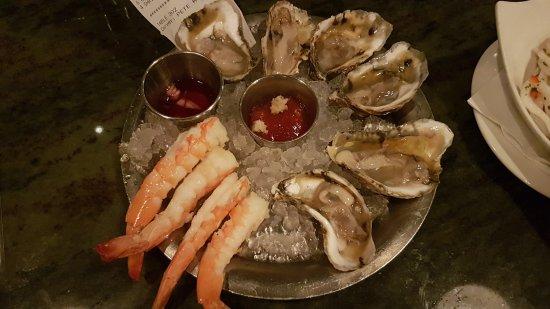 Hank's Oyster Bar: 20170721_205833_large.jpg
