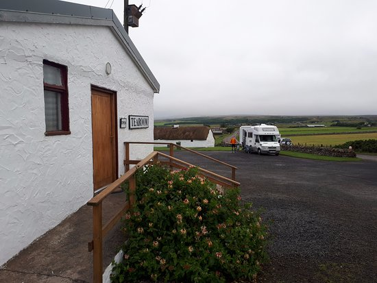 Dunbeath, UK: Front door and parking