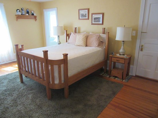 Plain & Fancy Bed & Breakfast: Plain & Fancy-Amish Room Hand-Made Amish Bed & Tables with Step Stools