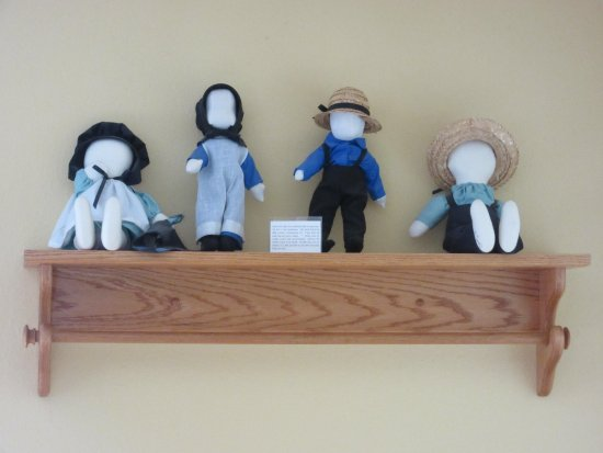 Plain & Fancy Bed & Breakfast: Plain & Fancy-Amish Room Dolls
