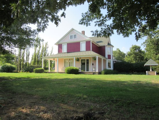 Ironton, MO: Plain & Fancy House-View from Front Circular Drive