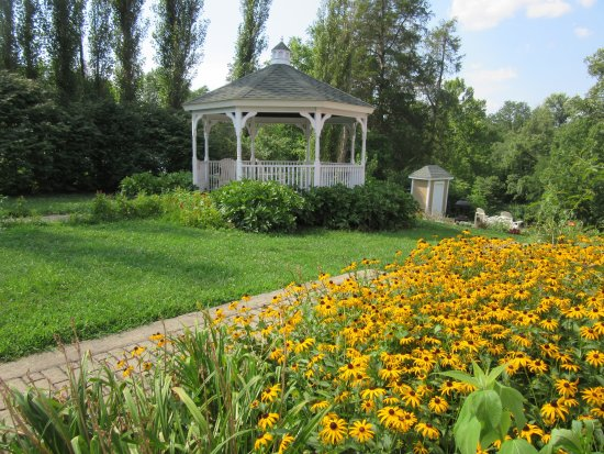 Ironton, MO: Plain & Fancy-West Side Flower Bed & Gazebo
