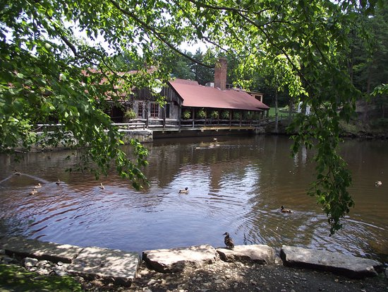 MASSACHUSETTS - WESTMINSTER - THE 1761 OLD MILL RESTAURANT - ORIGINAL BUILDING & POND