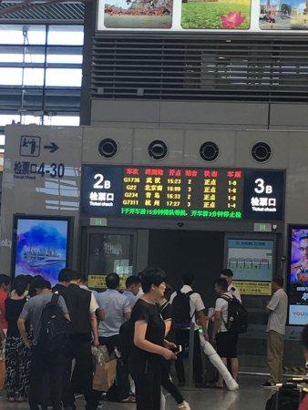 Shanghai Hongqiao Railway Station: 新幹線乗り口