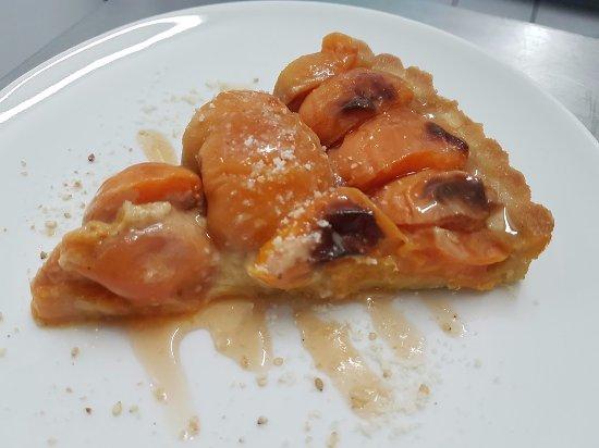 Leuc, France: Tarte aux abricots