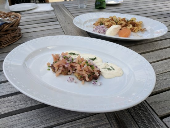 Saltsjobaden, Sverige: Two cold starters - fish eggs with creme fraiche and onion, and smoked salmon on potato rostis.