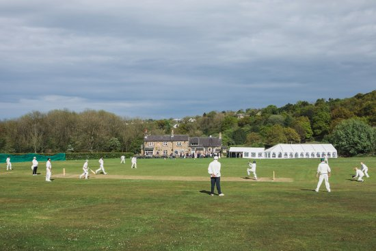 The Cricket Inn: Wedding day cricket match