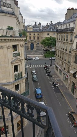 Hotel du College de France: Musee de Cluny is on your doorstep, just at the end of the street!