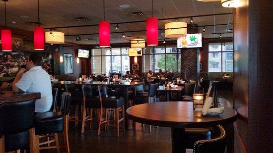 Bar Louie: Inside dining