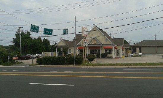 Wakefield, RI: Bess Eaton corner location.