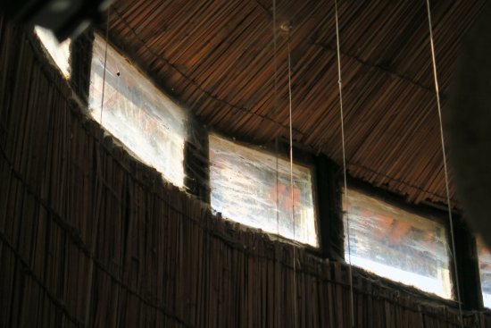 Gisakura, Ruanda: Dirty windows from the lobby