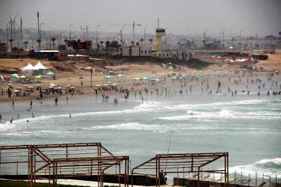 艾因迪亚卜海滩