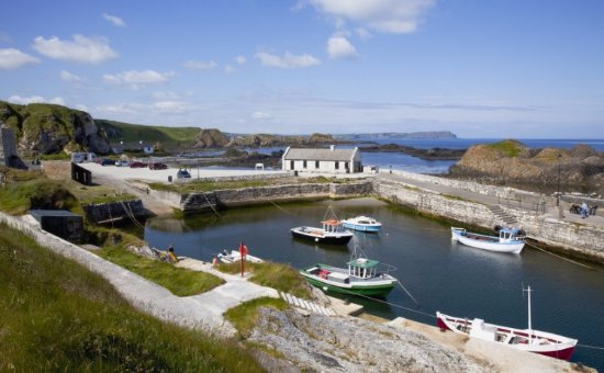 Ballycastle, UK: Ballintoy harbour