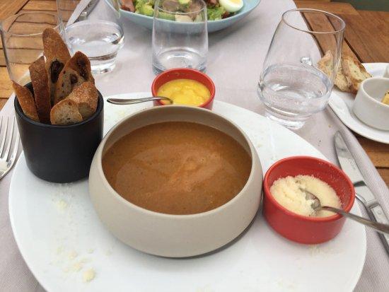 Hotel Barriere Le Gray d'Albion: Onglet de bœuf, soupe de poisson et salade bien présentes