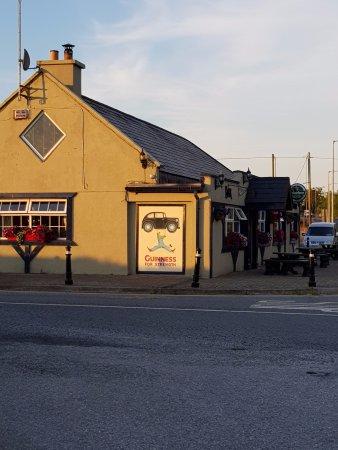 Butlerstown, Irlanda: Pub gegenüber. Empfehlenswert