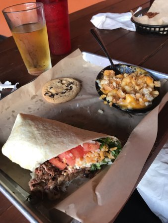 Bluefield, Virginia Occidentale: 1/2 the brisket wrap & southern mac & cheese