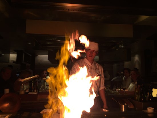 Teppanyaki Restaurant Sazanka: entertainment and great food