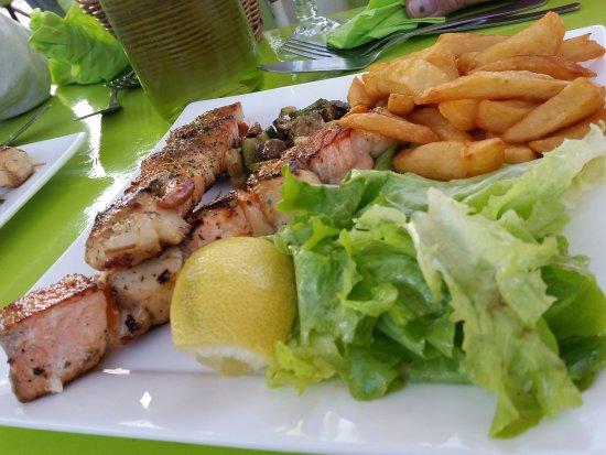 Trebes, فرنسا: les brochettes saumon & saint-jacques