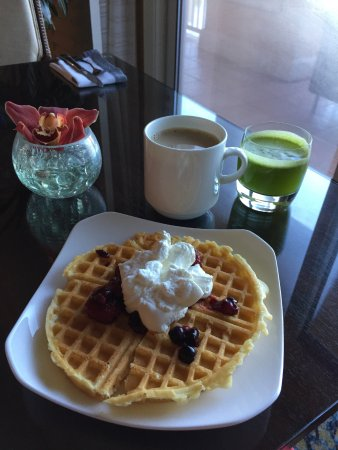 The Ritz-Carlton Orlando, Grande Lakes: Breakfast at the Club Lounge