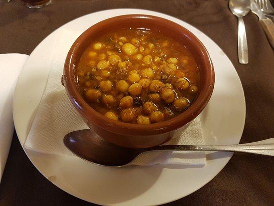 Mura, Spain: Extensa variedad de platos de menú de fin de semana!
