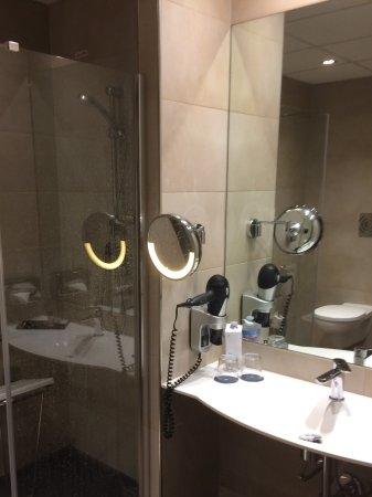 Ferno, Italien: Good bathroom