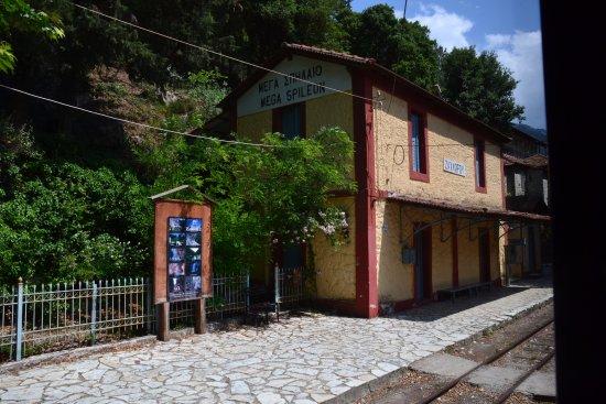 Kalavrita Railway - Odontoto : Zahlorou: estación previa a Kalavrita desde donde parten senderos para caminar.