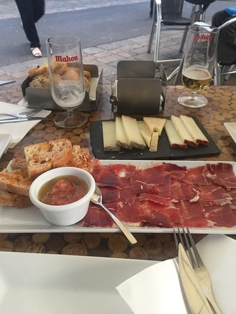 Cortxo Gastrobar: Jamón ibérico de bellota y distintos quesos de Canarias