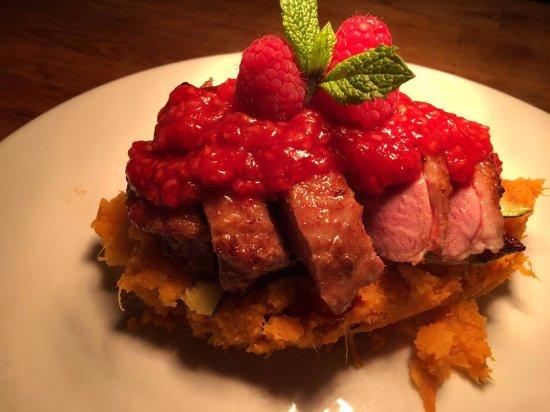 Axbridge, UK: Duck breast on sweet potato mash and a raspberry sauce