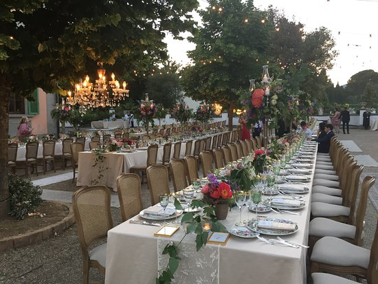 Il Borro Relais \u0026 Chateaux Dining tables set up for wedding reception. & Dining tables set up for wedding reception. - Picture of Il Borro ...