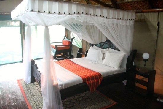 Lake Manyara National Park, Tanzania: Bed in tented room