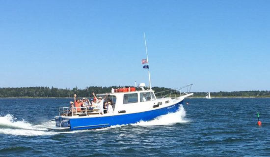 Freeport, ME: Pamela B underway to Eagle Island