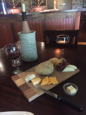Athens, OH: Pleasant Hill Vineyards