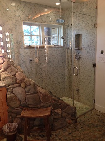 Morris, CT: Steam shower