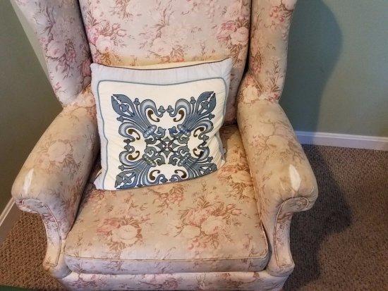 Atlantic Motel: Filthy chair, filthy rug