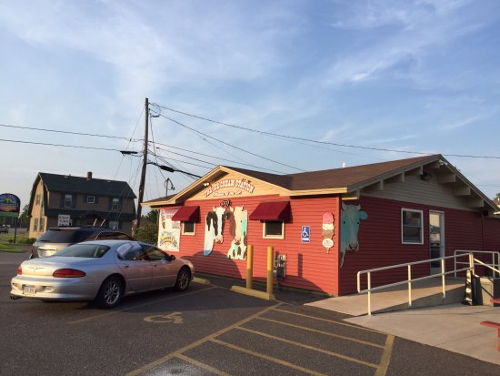 Iron Mountain, MI: Wheelchair access, exterior