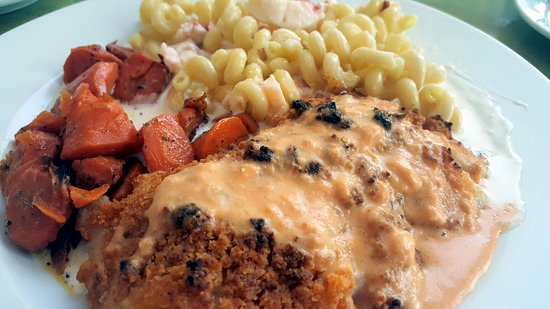 Yarmouth, ME: Haddock with lobster Mac and cheese and carrots