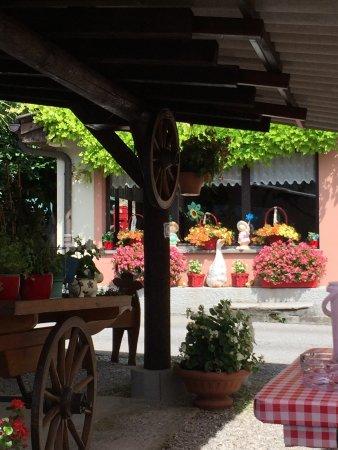 Caslano, Suíça: Bei Erika in der Taverne